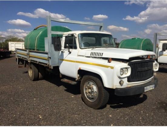 NISSAN UG780 6 Ton Watertank Dropsides