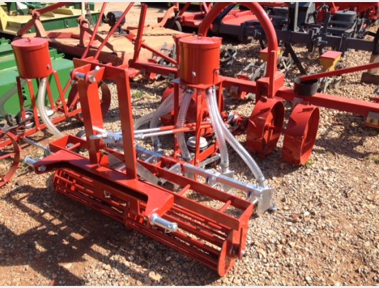 S2916 Red NB 5 Row Vegetable Planter / 5 Ry Groente Planter New Implement