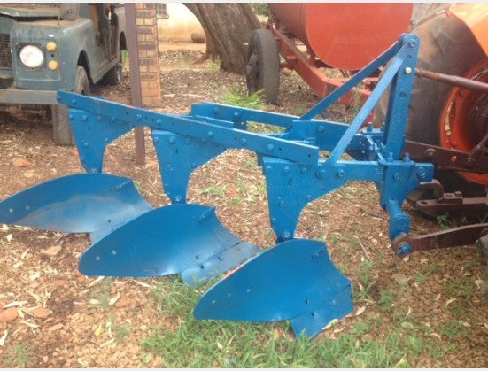 S3610 Blue U Make 3 Furrow Mouldboard Frame Plough / 3 Skaar Raam Ploeg Pre-Owned Implement