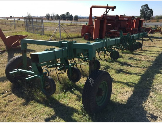 S1844 Pre-Owned 8 Ry Skoffel op Wiele / 8 Row Cultivatoron Wheels