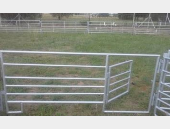 S1891 New AJ StaalWerke Mobile Sheep Panels with Small Gate (SHPMPG))