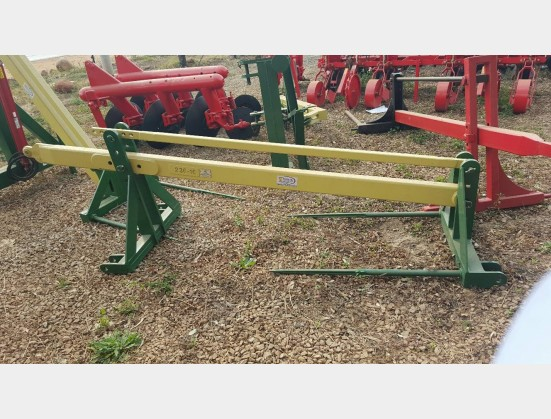 New Implement Van Zyl Staalwerke 3 Point Bale Loader / 3 Punt Baal Laaier (VZB225)